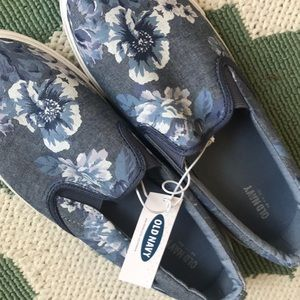 Old navy sneakers 9 NWT